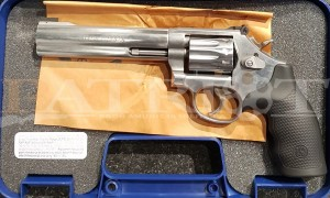 "Rewolwer Smith & Wesson 617 6"" kal. 22 LR"